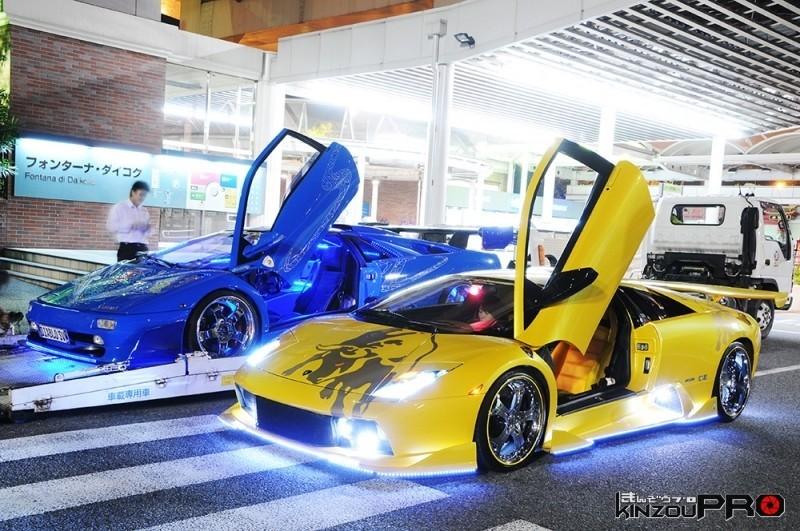 青と黄色のピカピカディアブロ揃い踏み!スーパーカーは停める場所全てを舞台装置にする!w 1