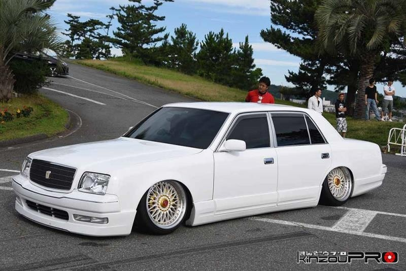 日本車VIPの頂点?白塗りセンチュリーがキマりすぎて恐怖しか感じない!w 1