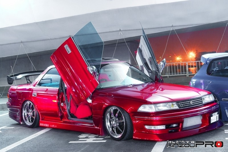 スポコンのトヨタマークII 100型 ガルウィングのかっこいいやつ! 1