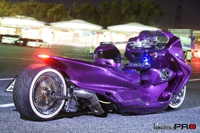 鬼絞りドリルハンドル!ローライダースタイルのビッグスクーター 1