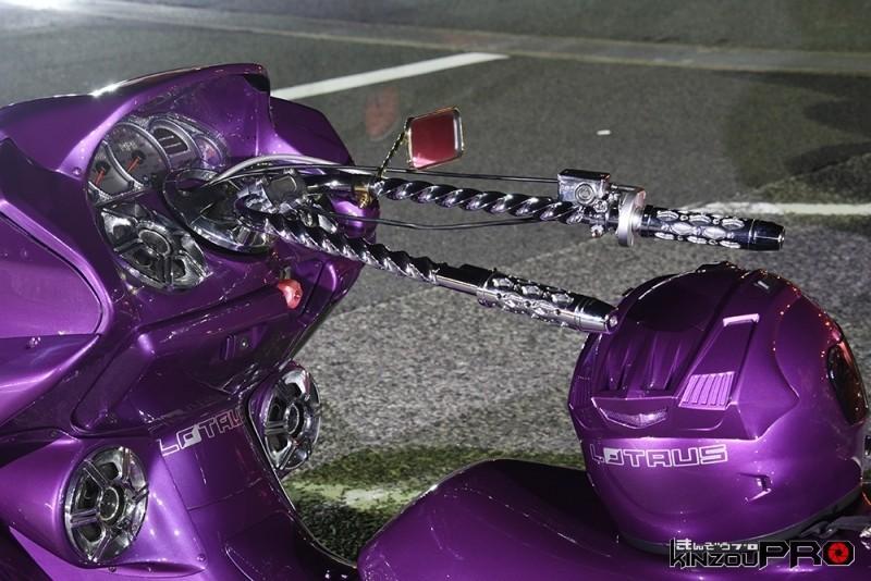 鬼絞りドリルハンドル!ローライダースタイルのビッグスクーター 2