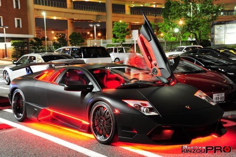 Photo of 赤く光るマッドブラックなランボルギーニ・ムルシエラゴ