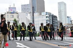 ロシア大使館前で激突大乱闘!武装警察vs街宣右翼「頭数じゃ負けねえぞ!」 2