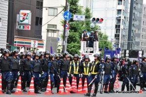 ロシア大使館前で激突大乱闘!武装警察vs街宣右翼「頭数じゃ負けねえぞ!」 3