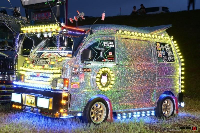 Photo of 【光る街道美学】軽トラのアートトラック ライトアップ ナイトシーン