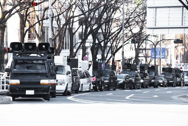 Photo of すさまじい数の右翼街宣車の隊列が原宿神宮前に出現!