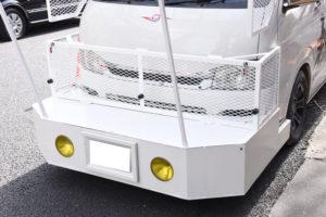 極左も戦意喪失の投石防止網!松魂塾の新作街宣車はバニング風からデコトラ風へ
