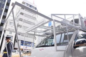 極左も戦意喪失の投石防止網!松魂塾の新作街宣車はバニング風からデコトラ風へ 6