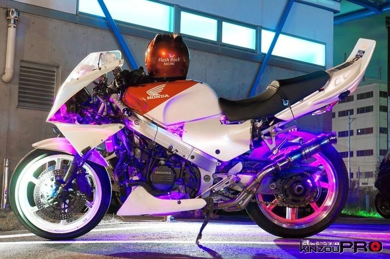 後ろに流れるケツ上げフォルムがグッと来る走り屋のキャバレー電飾バイク メリットとデメリットPortfolio走り屋