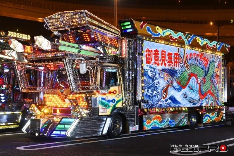 Photo of 【光る街道美学】豪華絢爛!関東に上陸した九州の有名車「紫竜丸」は走る光る芸術!国宝でいいだろう!