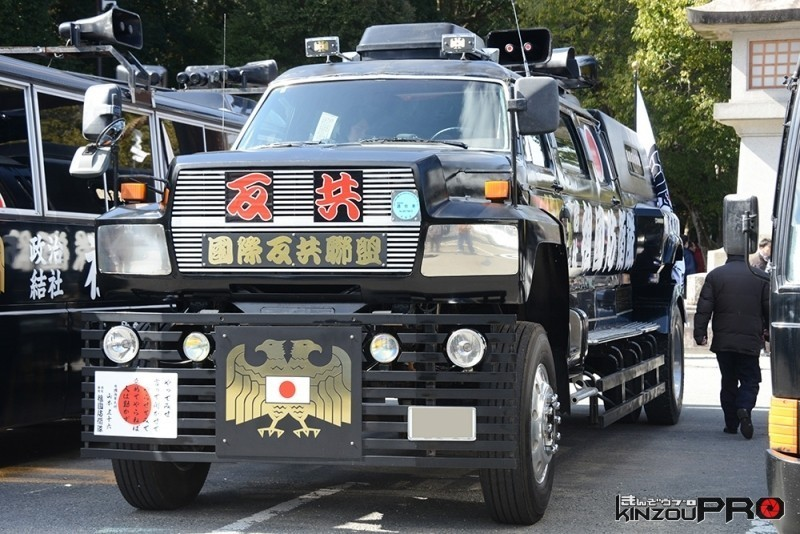 超ド迫力なフォードF700!祖国防衛隊の街宣車 2
