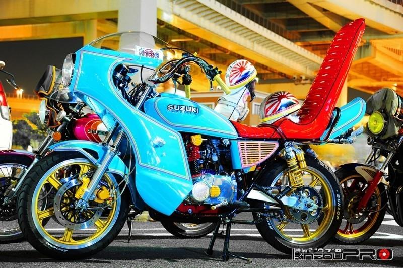 【旧車會名車図鑑】シンプルながら大胆な色の組合せ!スズキGS400 1
