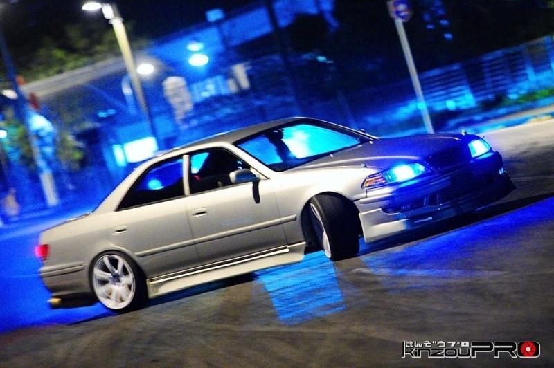 Photo of 【滑りの美学】横向きが似合う100マが夜のストリートでドリフト