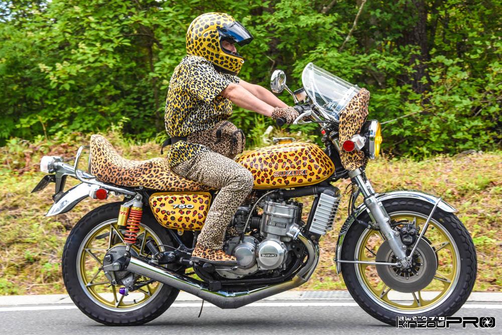 寿辺苦絶悪もビックリ!GT750 に跨る全身ヒョウ柄バイクまでヒョウ柄のカフェレーサーBlog