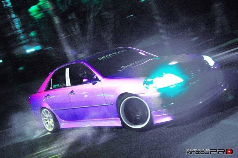 【滑りの美学】深夜のストリートドリフトでキメるSHOUT ROGUEのピンク110 1