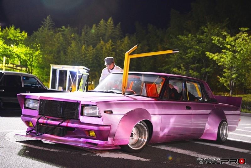 Photo of 政治家官僚御用達車両でボンネット出しマフラー!暴走族仕様に忠実な高級車プレジデント