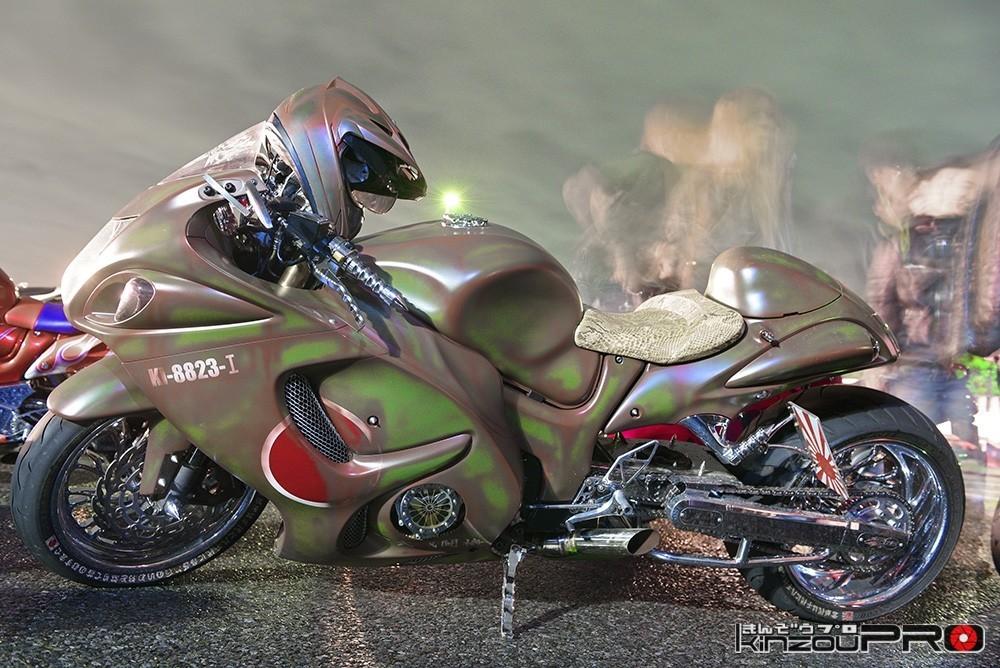 Photo of 生き物みたいなゼロ戦ペイントのロンスイハヤブサ蛇革シート