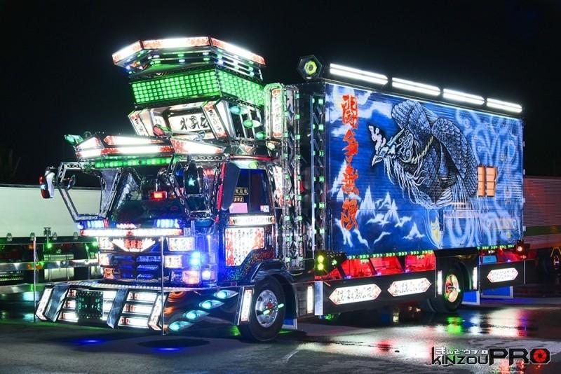 【デコトラナイトシーン】フルアート車の全国水昇会莉緒丸電飾全点灯 1