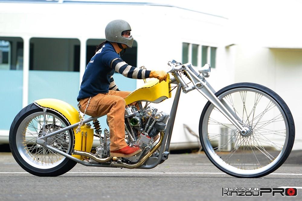 Photo of ローライダーもビビる!自転車のようなチョッパーの超かっこいい大車輪ハーレー!