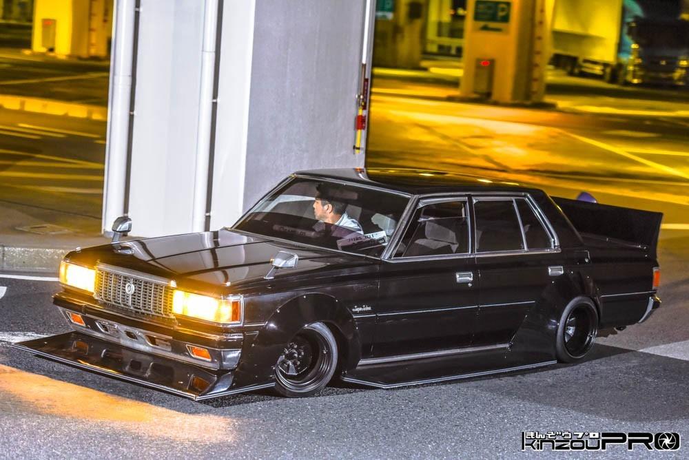 Photo of 凄悪族車の貫禄と落ち着きを黒い12クラウンの昭和的カクカク感で表現