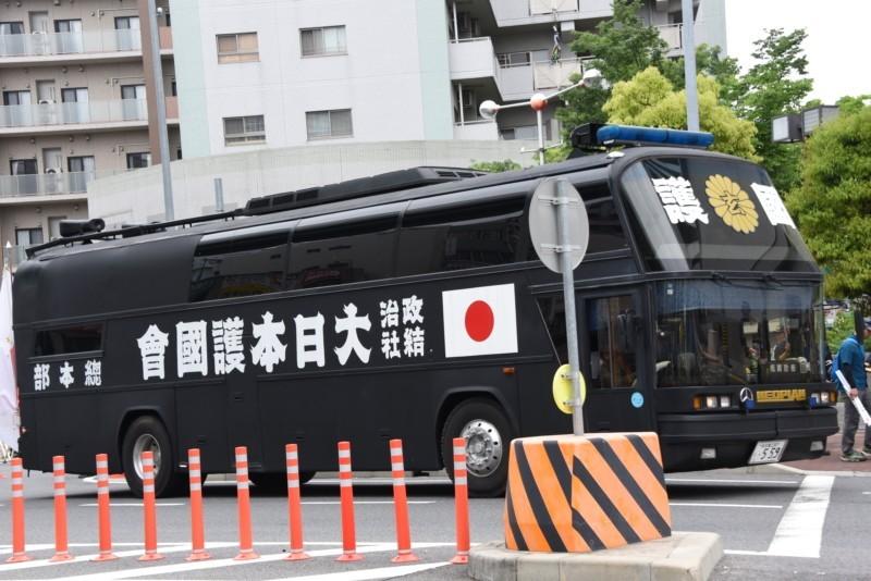 Photo of 愛国者の夢と浪漫を乗せて走る大日本護國會のスペースライナー街宣車