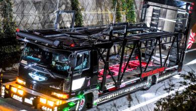 Photo of かっこよくて不気味なデコトラ愛国街宣車のキャリアカー黒櫻丸は族車も運ぶ仕事車だった!